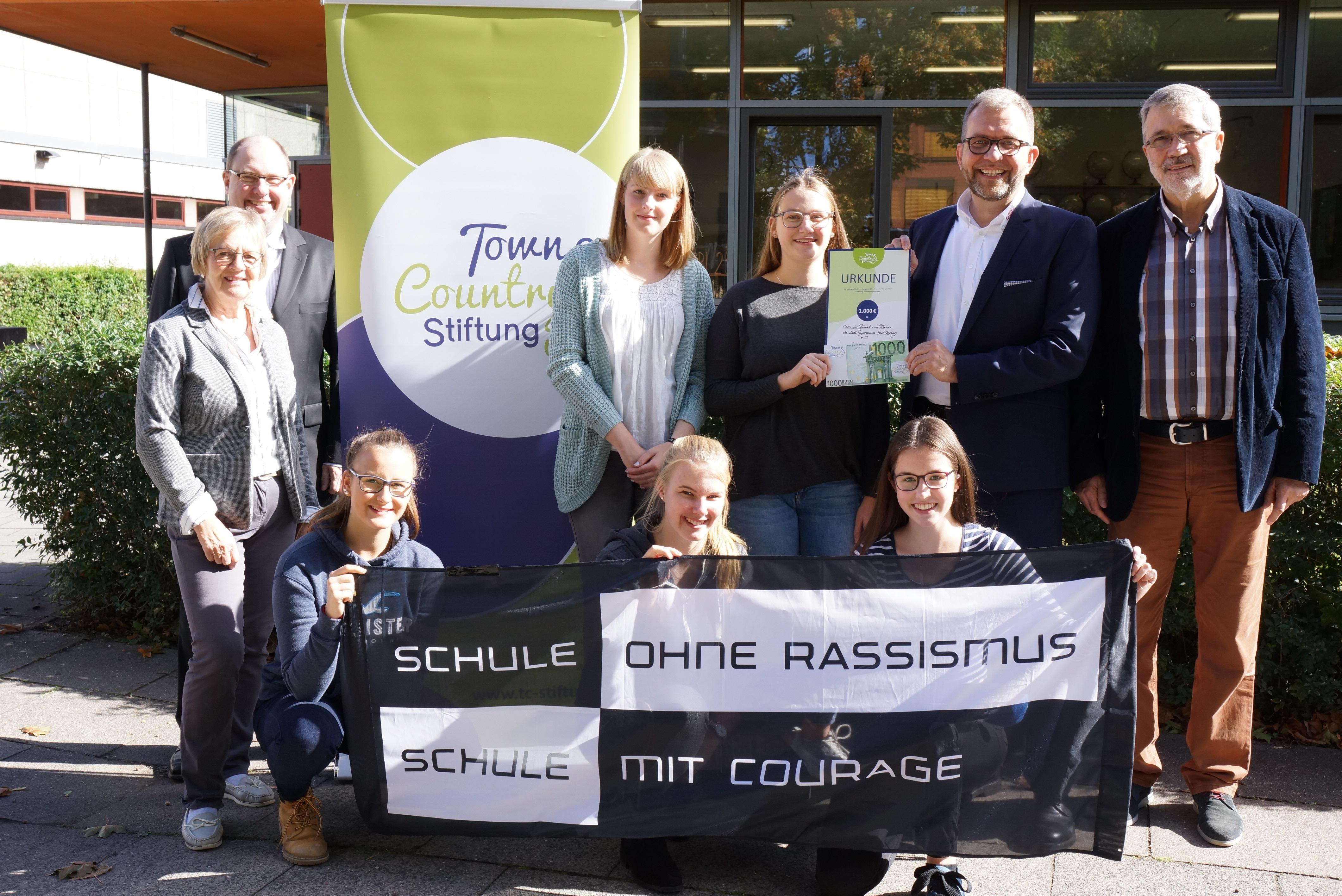 Foto Scheckübergabe. STG